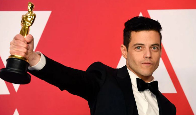 """And the Oscar goes to (și Oscarul merge la)….Rami Malek"""